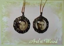 Création sur-mesure de deux pendentifs avec photos d`acteurs célèbres, accessoires de théatre pour un spectacle ou bijou fantaisie de tous les j - Art`n Wood, créatrice de bijoux personnalisés, cadeau