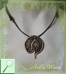 bijou médaille sur-mesure réalisé d`après le logo d`une association de jeux de rôle, pendentif en bronze massif de style médiéval sur collier cuir noir, prodution en petite série  - Art`n Wood, créatrice de bijoux artisanaux, sculptures, cadeaux d'art sur-mesure