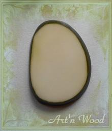 bijou pendentif cadeau personnalisé artisanal portrait sculpté d`après photos lithophanie en ivoire végétal - Art`n Wood: créatrice de bijoux artisanaux, sculptures, cadeaux d`art personnalisés