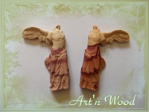 bijoux en bois sculpté: finition sur une paire de boucles d`oreille Victoire de Samothrace en bois de rose - Art`n Wood, sculptrice, créatrice de bijoux artisanaux personnalisés et sur-mesure