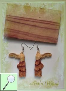 Longues boucles d`oreilles artisanales: La Victoire de Samothrace, sculpture sur bois de rose - Art`n Wood: sculptrice, artisan d`art, créatrice de bijoux sur-mesure en matières précieuses naturelles