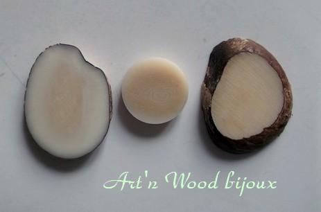 Copie d`un jeton de jeu de Dames en corozo ou ivoire végétal pour restauration d`un jeu ancien - Art`n Wood, artisan, sculpteur et créatrice de bijoux artisanaux et cadeaux personnalisés en bois, os,