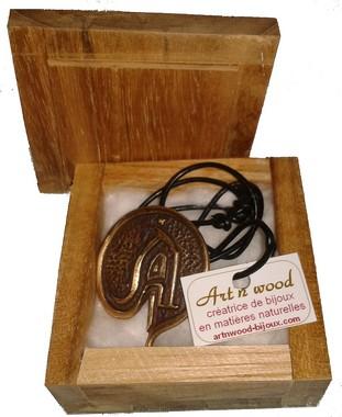 cadeau souvenir sur-mesure: bijou personnalisé en bronze massif réalisé pour une association de jeux de rôle, fabrication artisanale en petite série - Art`n Wood, créatrice de bijoux, sculptures