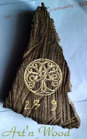 Projet de création sur-mesure dun objet souvenir réalisé dans un fragment de bois de chêne multi-centenaire - Artn Wood, artisan dart, sculptrice, créatrice de bijoux artisanaux uniques faits main